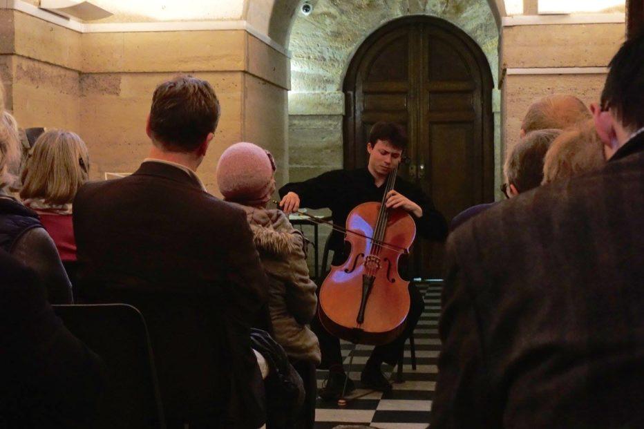 Petit concert de violoncelle à la Madeleine